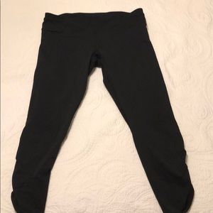 Black Lululemon run crops, sz. 12